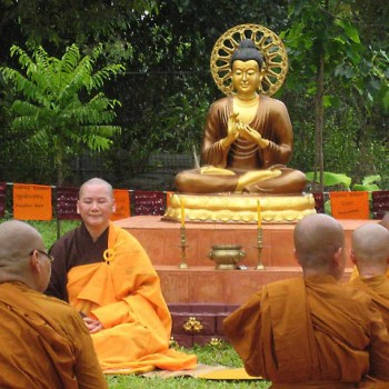 Taiwanese preceptor and Ven Bhikkhuni Ratanavali, co-founder of the award.