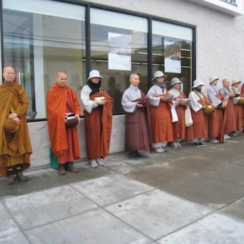 Korean bhikkhunis join us for almsround on Irving Street, Nov 2012