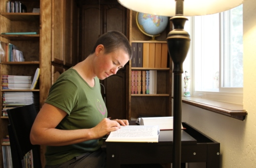 A guest studying in Aloka Vihara library
