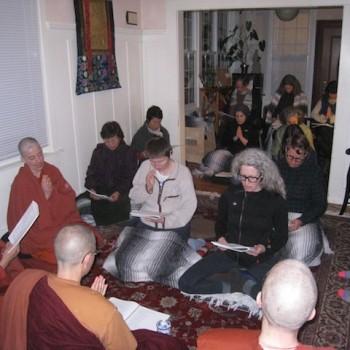 Amma Thanasanti visits Aloka Vihara