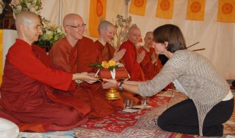 Emily Carpenter at Aloka Vihara Almsgiving with Aloka Vihara bhikkhunies