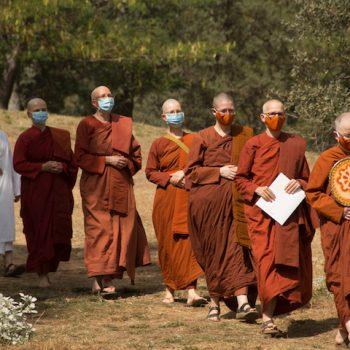 Processing to Ven Dhammadipa's bhikkhuni ordination